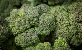 Produit local de brocoli à un marché d'agriculteurs image libre de droits