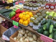 Produit organique à vendre sur un marché d'agriculteur photo libre de droits