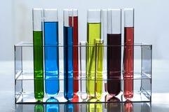 Produits chimiques dans des tubes à essai Image libre de droits