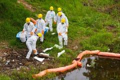 Produits chimiques uniformes blancs de toxique de magasin Photos stock