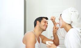 Produits de beauté anti-vieillissement de paires de couples Image stock
