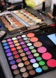 Produits de maquillage, cosmétique et traitements colorés de beauté Photos stock