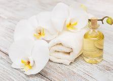 Produits de station thermale avec des orchidées Photographie stock