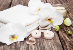 Produits de station thermale avec des orchidées Images stock