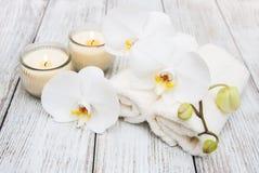 Produits de station thermale avec des orchidées Image stock