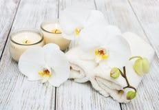 Produits de station thermale avec des orchidées Image libre de droits
