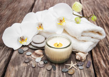 Produits de station thermale avec des orchidées Photos stock
