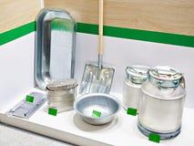 Produits en aluminium de ménage dans le magasin photo libre de droits