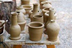 Produits non finis de poterie. Images libres de droits