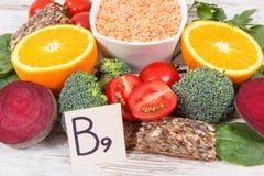 Produits nutritifs contenant la vitamine B9 et la fibre alimentaire, concept sain de nutrition Photos libres de droits