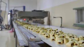 Produkci słodkiej kukurudzy przekąski w fabryce zdjęcie wideo