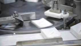 Produkcja chałupa sery w fabryce Serowa linia produkcyjna Serowa produkci linia zbiory wideo