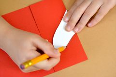 Produkcja prezent karty walentynki ` s dnia karta z gołębiami Krok po kroku proces: inking przygotowanie serce Fotografia Stock