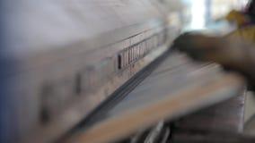 Produkcja przemysłowa - maszyna dla zginać metal Naciska metali prześcieradła zdjęcie wideo