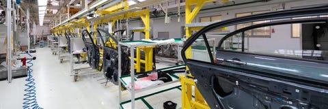 Produkcja samochodów drzwi Długi format Szeroki kąta widok roślina automobilowy przemysł Może używać jako sztandar jest Pojęcie r zdjęcie stock