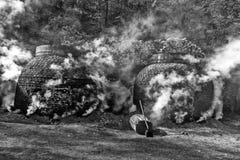 Produkcja węgiel drzewny w tradycyjnym sposobie Obraz Royalty Free