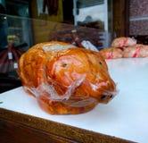 Produkt in Form eines gebackenen Schweins in Prag stockbild