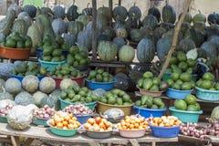 Produkt spożywczy przy pobocze stojakiem, Uganda, Afryka Zdjęcie Royalty Free