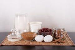 Produkte für Kuchenvorbereitung Lizenzfreie Stockfotos