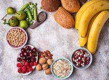 Produkte reich in der Faser Nahrung der gesunden Diät lizenzfreie stockfotos