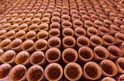 Produkte, welche die Blumentöpfe hergestellt vom Lehm enthalten Lizenzfreies Stockbild