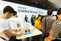 Produkten av anmärkningen 5 A8 J7 för kanten för den Samsung galaxen S6 S6 och kugghjulet i Thailand mobil expo 2015 ställer ut Arkivbilder