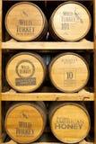 Produkter av den Wild Turkiet Bourbon spritfabriken Arkivfoto