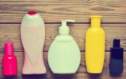 Produkter för att duscha i flaskor och flaskdoft Arkivfoton