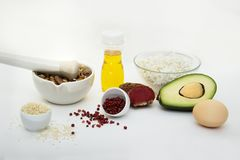 Produkter, som kan ätas med ett ketogenic, bantar , låg carb, högt bra fett Begreppet keto bantar för hälso- och viktförlust royaltyfri bild