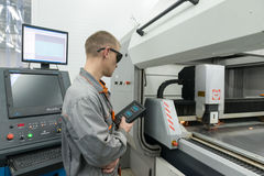 Produktion av elektroniska delar på tekniskt avancerat Royaltyfri Foto