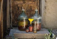Produktion av inhemskt frukt- vin arkivfoton