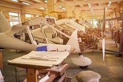 Produktion av ljusa flygplan royaltyfria foton