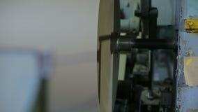 Produktion av papper och papp på den gamla fabriksutrustningen lager videofilmer