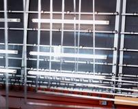 Produktion av PVC-fönster och dubblett-glasade fönster, en linje för tvätt och att torka av exponeringsglas för tillverkning av s royaltyfri bild