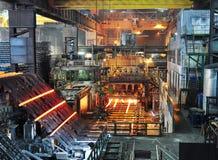 Produktion av stål i ett stål maler - produktion i tung indust arkivbilder