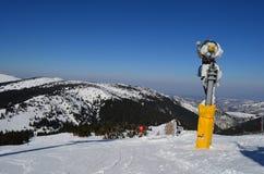 Produktion des künstlichen Schnees Stockbilder