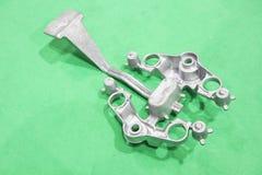 produktion f?r motocyclekronahandtag av aluminiumgravitation som gjuter process arkivfoto