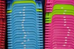 Produktion von Asien - Plastikstühle Stockfotos