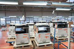 Produktion von Bürogeräten Stockfotos