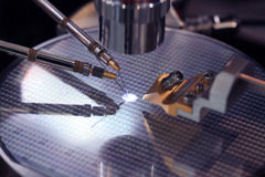 Produktionen av mikrochipers Arkivfoto