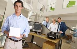 Produktpresentation på kontoret Fotografering för Bildbyråer
