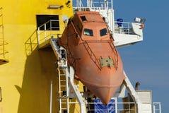 Produkttankfartyg i operationer på den olje- terminalen Royaltyfri Fotografi