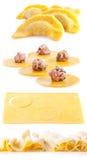 Produrre gli gnocchi della carne Fotografia Stock