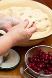 Produrre i grafici a torta della ciliegia Fotografia Stock