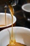 Produrre il caffè del caffè espresso Immagine Stock