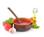 Produrre la salsa di pomodori Fotografia Stock