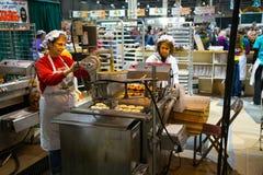 Produrre le ciambelle della patata Immagini Stock Libere da Diritti
