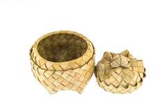 Produto das tiras de bambu, cesta com tampa Fotografia de Stock Royalty Free