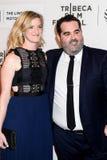 Produtor Berry Welsh (R) e sua esposa Emily Imagens de Stock