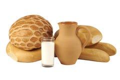 Produtos da padaria e jarro da argila Fotos de Stock